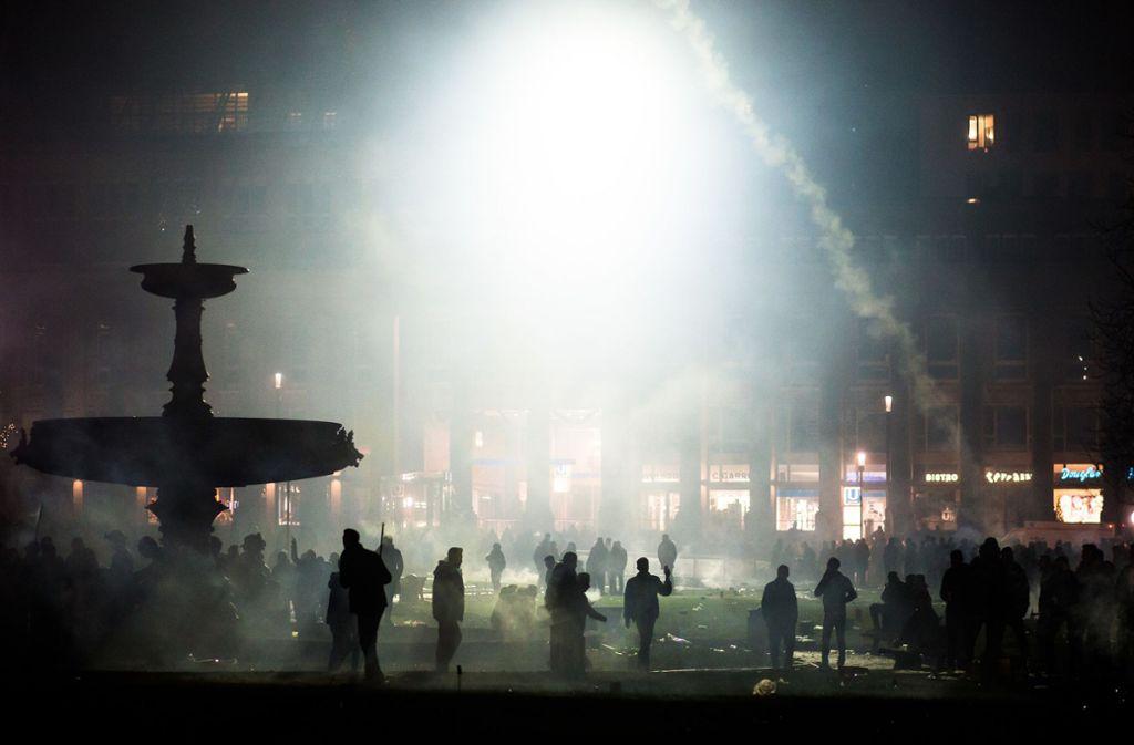 Die Stadt will kein privates Silvesterfeuerwerk auf dem Schlossplatz in Stuttgart. Foto: dpa/Christoph Schmidt
