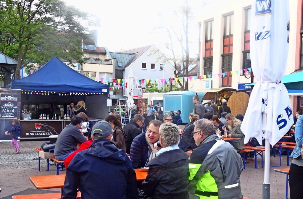 Beim Streetfood-Markt kann  jeder in entspannter Atmosphäre Speisen aus etlichen Ländern probieren. Foto: Theresa Ritzer