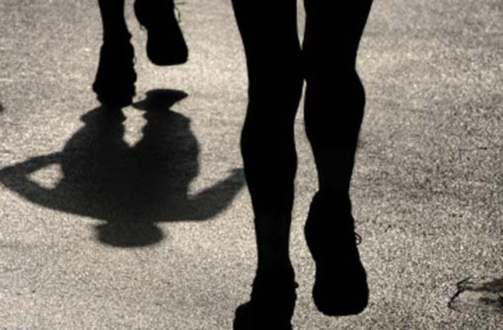 Dunkle Schatten begleiten den Sport – und die Leichtathletik-EM in Barcelona wird sie, wie die Marathonläufer hier im Bild, nicht loswerden. Foto: dpa