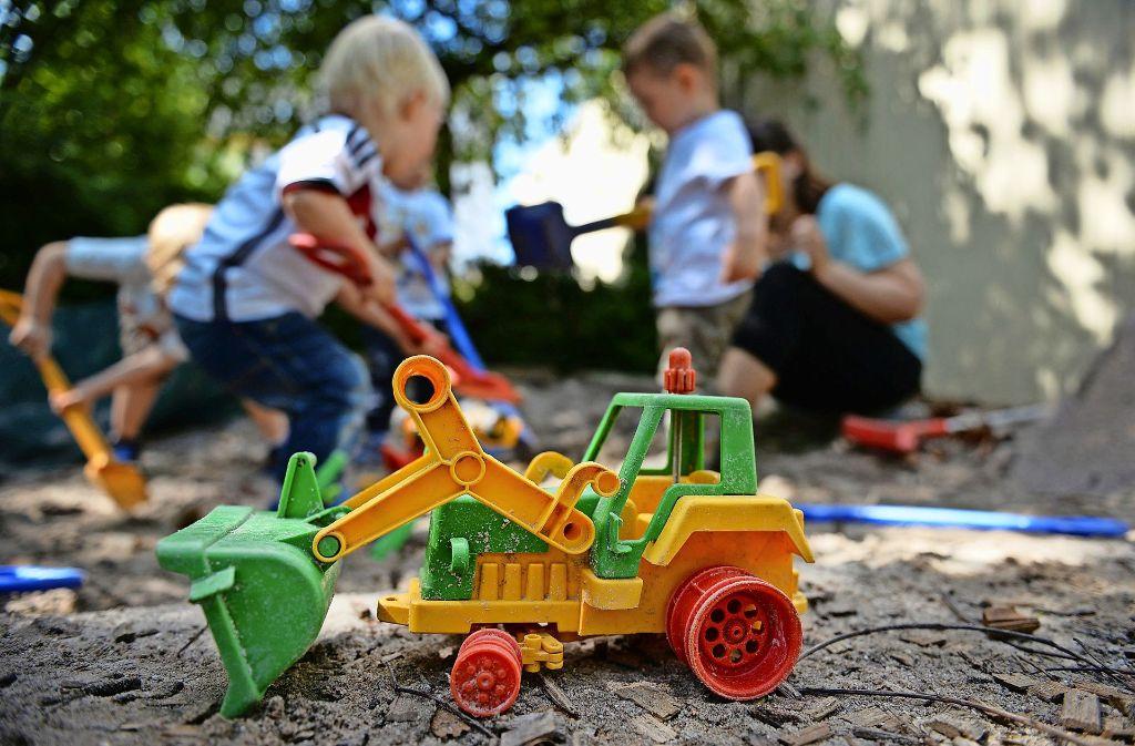 Kinderbetreuung ist in vielen Städten die Sache öffentlicher und freier Träger. In Steinenbronn hält der Gemeinderat von diesem Modell nicht viel. Foto: dpa