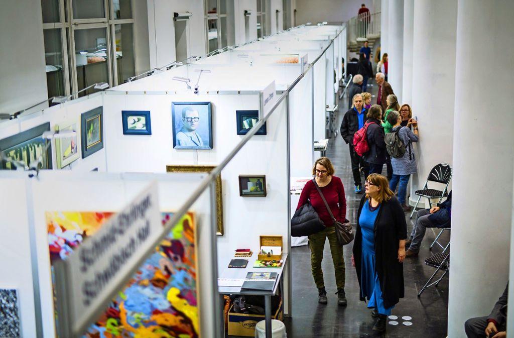 Stop-and-go-Verkehr von Koje zu Kohe auf der Künstlermesse Foto: Lichtgut/Schmidt