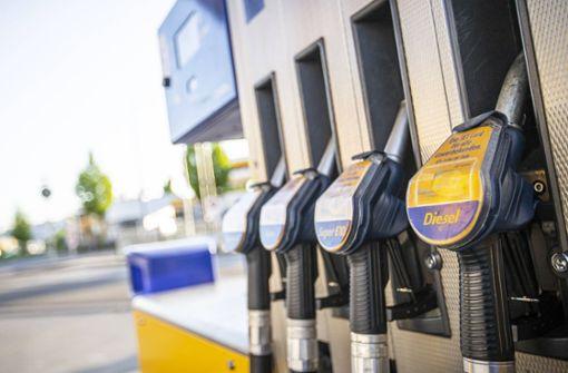 Tankstelle im Kreis Esslingen überfallen - Täter auf der Flucht
