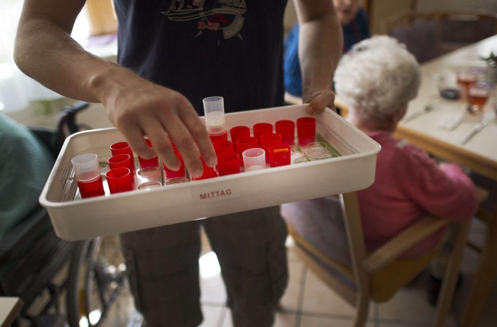 Selbstzahler im Pflegeheim stehen unter Preisdruck. Foto: dpa/Arno Burgi