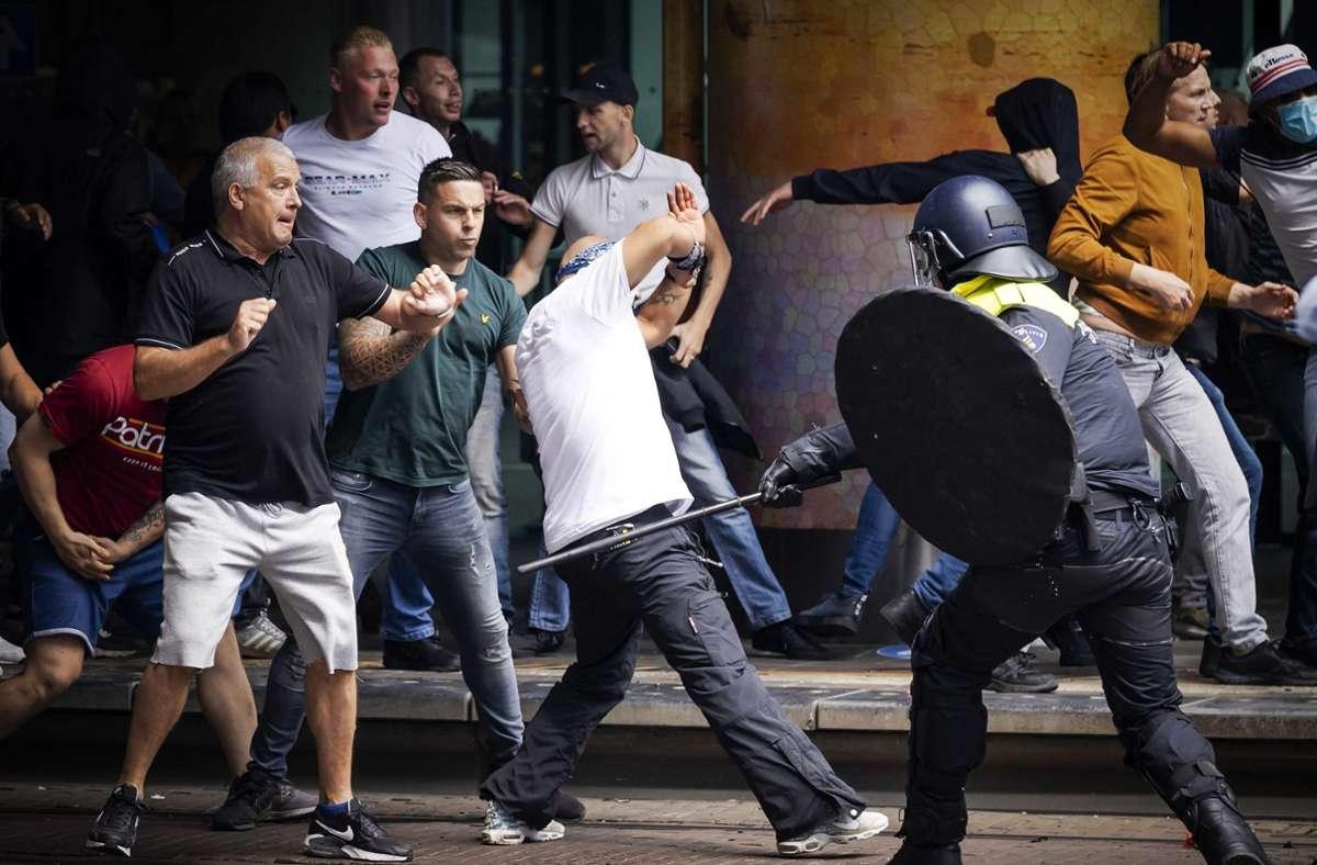 In Den Haag kam es zu Auseinandersetzungen zwischen Demonstranten und der Polizei. Foto: dpa/Robin Van Lonkhuijsen