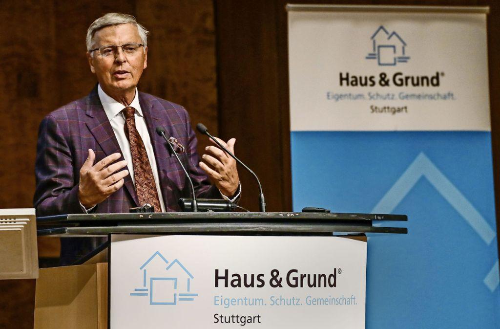 Wolfgang Bosbach redet in der Liederhalle vor großem Publikum. Foto: Lg/Christoph Schmidt