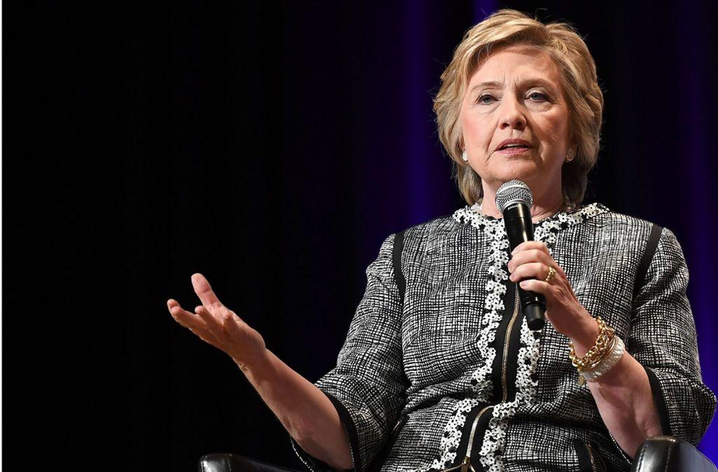 Die US-Politikerin Hillary Clinton kommt zur Pressekonferenz nach Berlin. Foto: AFP/ANGELA WEISS