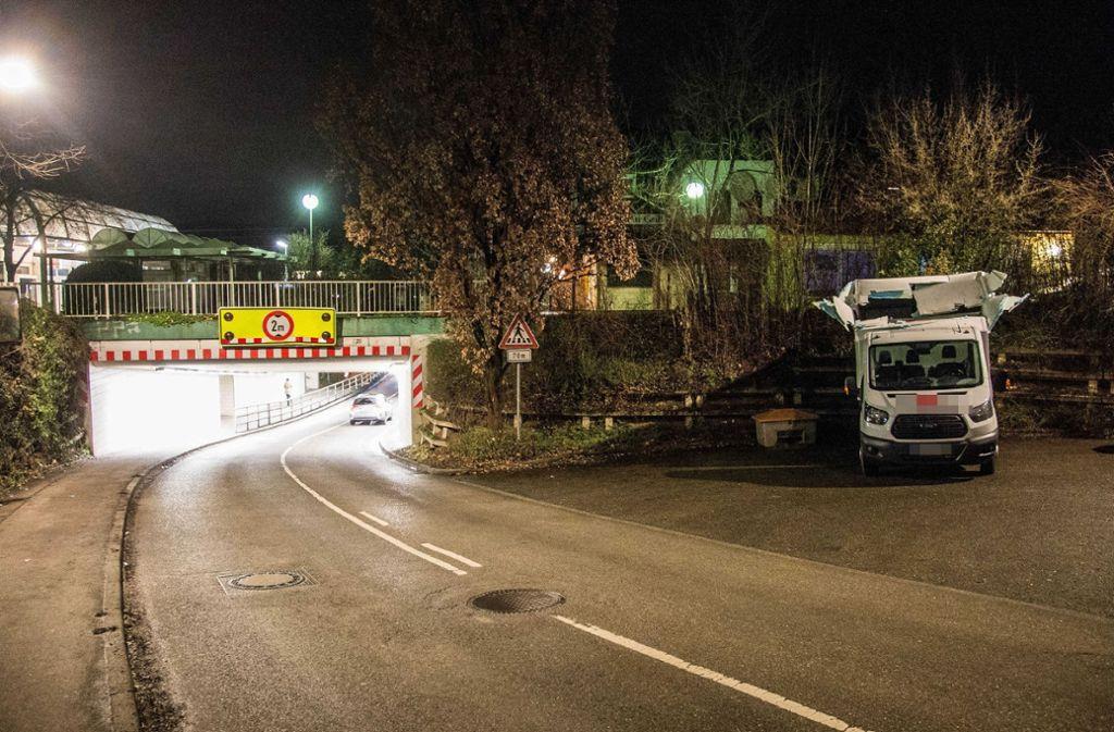 Der Stadt Weinstadt gehen langsam die Ideen aus, wie die Unterführung sicherer gestaltet werden könnte.  Foto: SDMG
