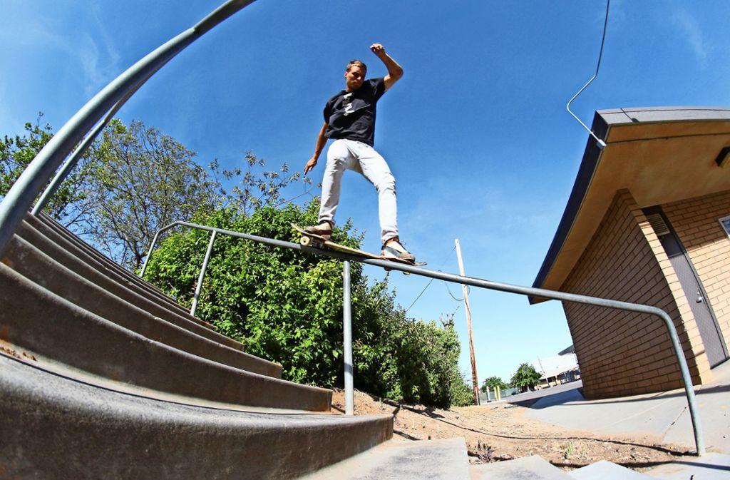 Wer beim Streetboardfahren mit solchen Tricks wie Mario Kurrle glänzen will, braucht beim Üben einen langen Atem. Foto: Privat