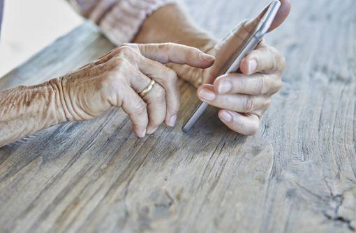 Unbekannte bringen Hundertjährige um mehrere Tausend Euro