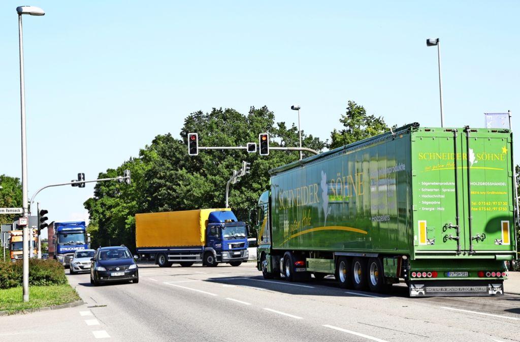 Knackpunkt des Streits sind die vielen Lastwagen auf der Strecke. Foto: Patricia Sigerist