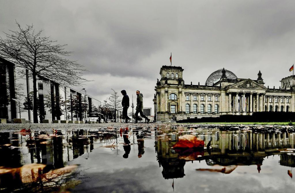 Im Berliner Reichstag soll die große Koalition nach dem Willen der Sondierer fortgesetzt werden. Foto: AP, dpa (4)