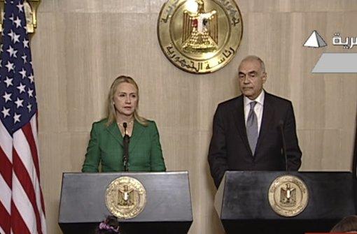 US-Außenministerin Hillary Clinton und der ägyptische Außenminister Mohammed Kamel Amr verkünden einen Waffenstillstand im Gaza-Konflikt. Foto: Egypt State TV
