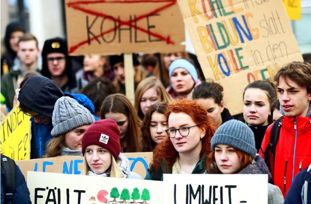 Immer wieder freitags:   Schülerinnen und Schüler lassen ein bis zwei Unterrichtsstunden sausen, um eine strengere Klimapolitik zu fordern. Foto: factum/Granville