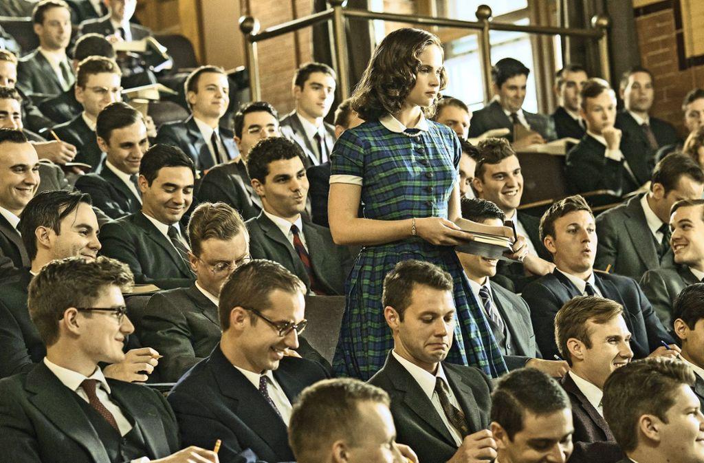 Allein unter Männern: Felicity Jones als Jurastudentin Ruth Bader Ginsberg Foto: Verleih