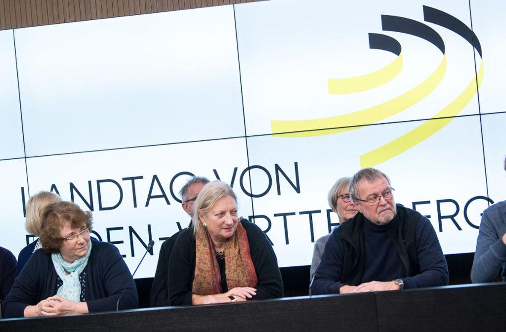 Im Rahmen eines Bürgerforums erarbeiteten 25 zufällig ausgewählte Personen Vorschläge für die Altersvorsorge der Landtagsabgeordneten Foto: dpa/Sebastian Gollnow