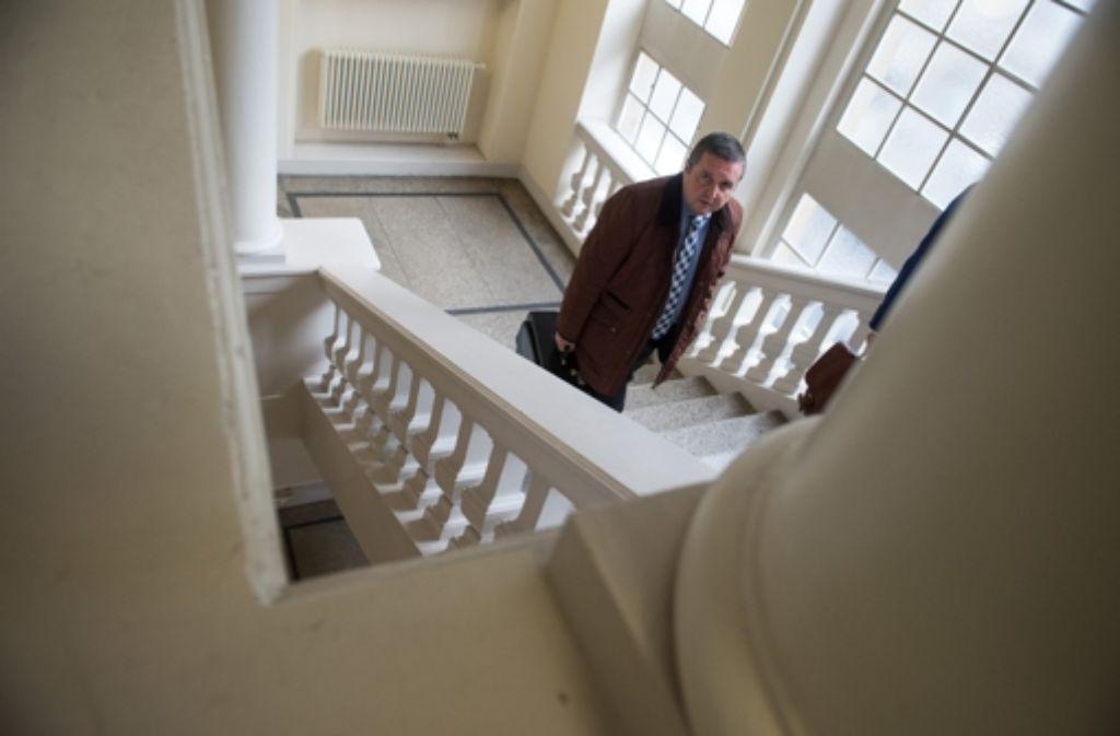 Auf dem Weg zur nächsten Niederlage: Stefan Mappus im Oberlandesgericht Foto: dpa