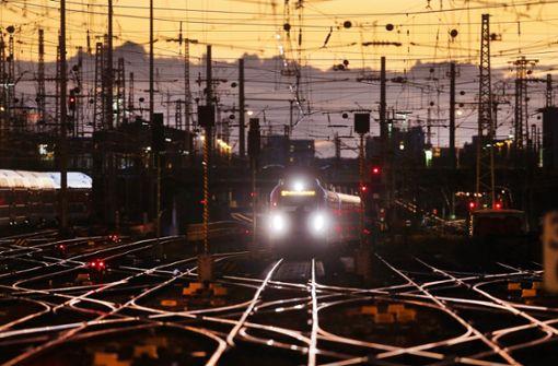 Experten für strenge  Kontrolle der Bahn