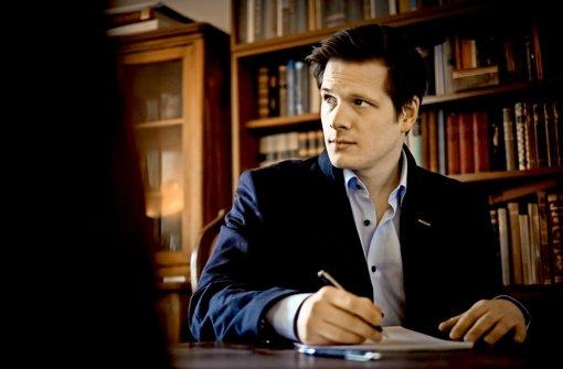 """Enno Hesse schreibt mittlerweile regelmäßig eigene Texte für seine Auftritte im Kirschbaum in Feuerbach. Früher spielte er im """"Tatort"""" und in Kinofilmen mit. Foto: Lichtgut/Max Kovalenko"""