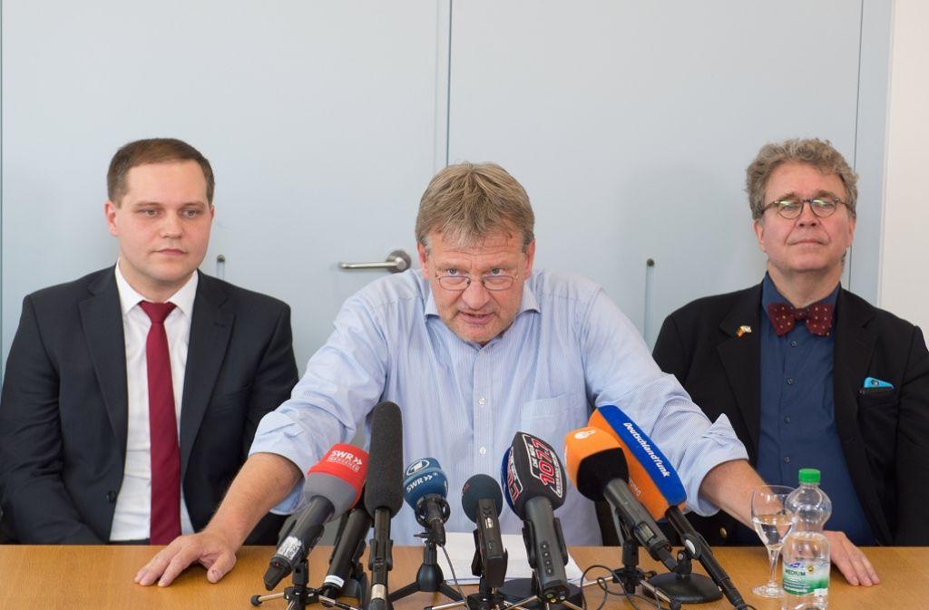 Jörg Meuthen (Mitte) ist kampfbereit. Sollte im Stuttgarter Parlament der Untersuchungsausschuss zum Linksextremismus abgelehnt werden, will er vor Gericht ziehen. Foto: dpa