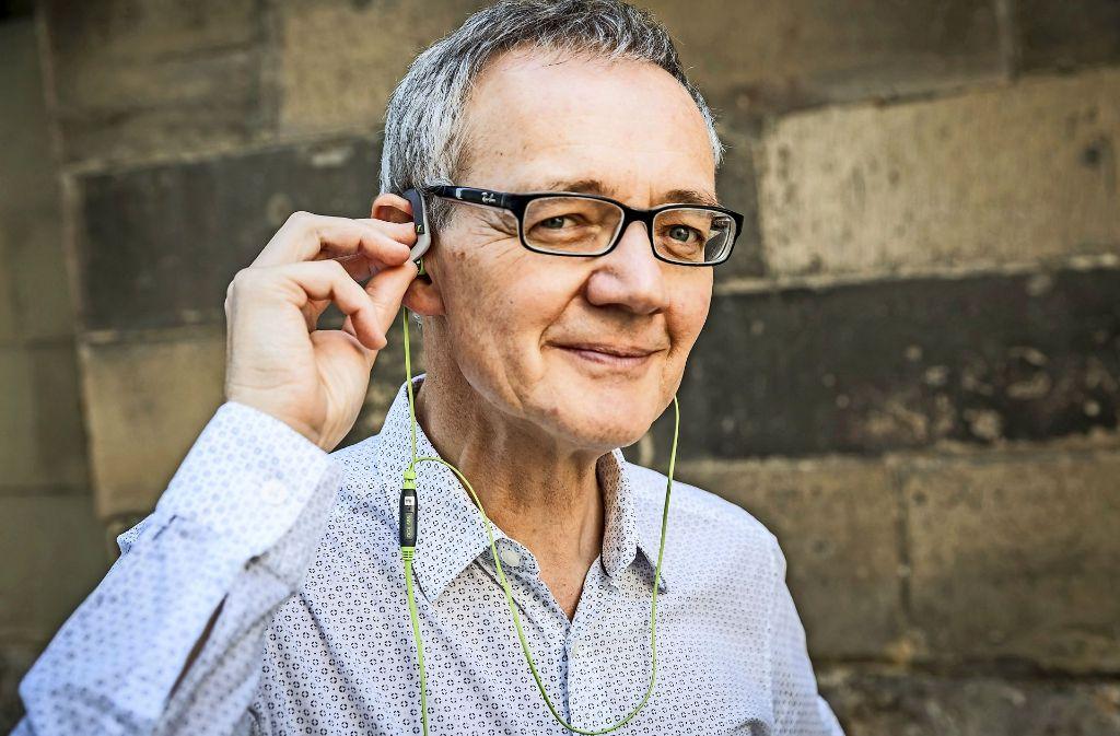 Bester Klang für die Vorleser. Kay Johannsen und seine Kopfhörer. Foto: Lg/Julian Rettig