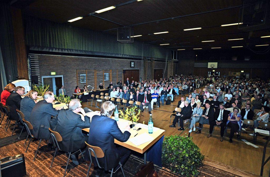 Bei der vergangenen Einwohnerversammlung im Jahr 2011 war  Wolfgang Schuster noch Oberbürgermeister und Wolfgang Stierle Bezirksvorsteher. Foto: Archiv Tom Bloch