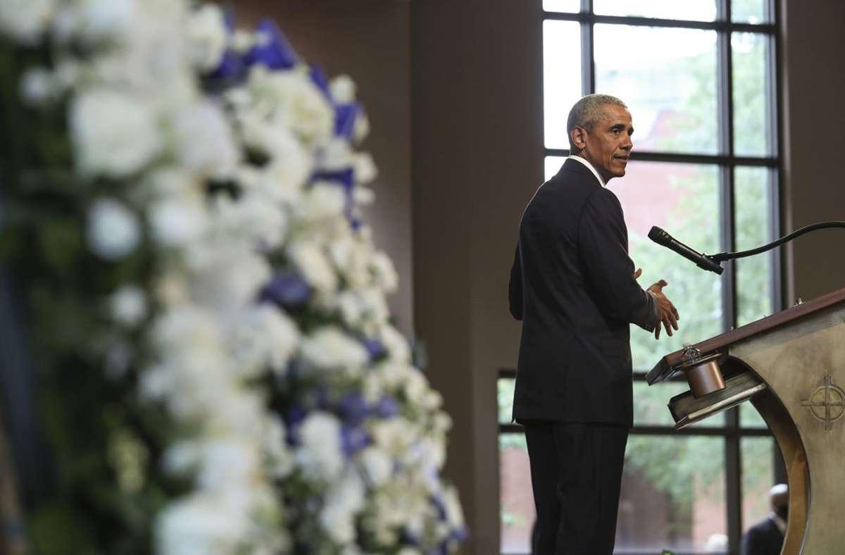 Der ehemalige US-Präsident Barack Obama nutzte seine Trauerrede auch für Kritik. Foto: AP/Alyssa Pointer