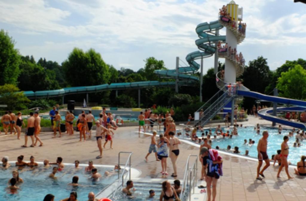 158 Meter Rutschspaß für Groß und Klein bietet das Freibad in Bietigheim-Bissingen. Foto: SWBB