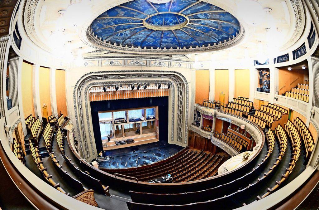 Der  über 100 Jahre alte denkmalgeschützte Littmann-Bau gilt unter Experten als eines der schönsten Opernhäuser Europas. Foto: dpa