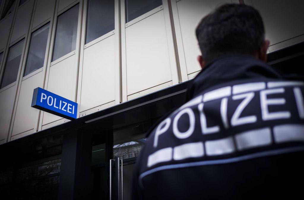 Die Stuttgarter Polizei will den Besucherverkehr in den Dienststellen reduzieren. (Symbolbild) Foto: imago/Objektif/imago stock&people