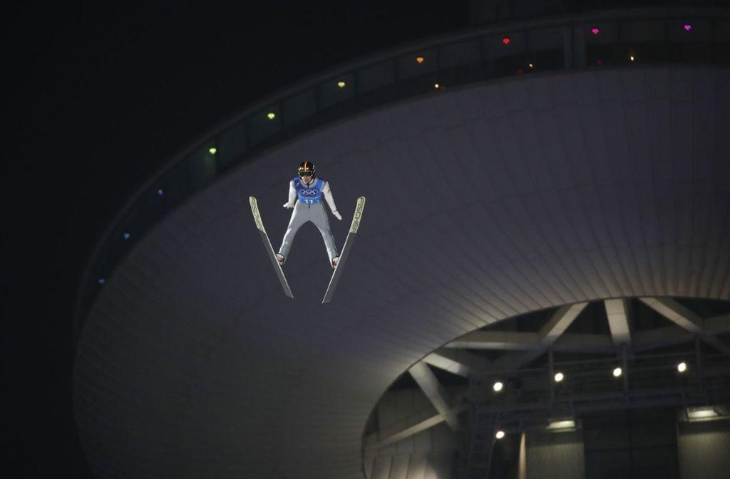 Das Wachs beeinflusst die Geschwindigkeit der Athleten in der Anlaufspur  – wie auch beim Olympiasieger Andreas Wellinger. Foto: AFP