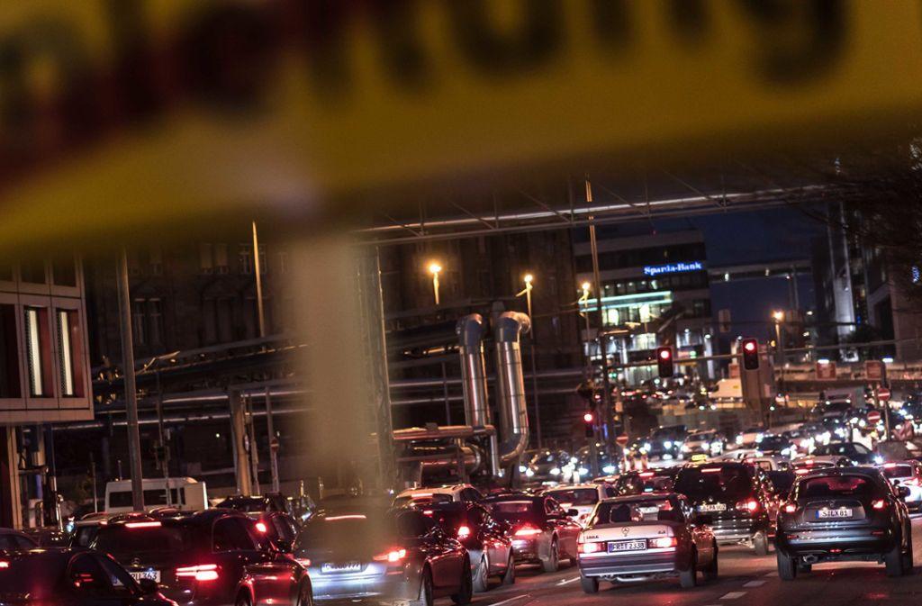 Die Verkehrsbelastung ist Stuttgart ist nach wie vor hoch, der Stickstoffdioxidwert liegt an drei Messstationen über der Grenze. Foto: Lichtgut