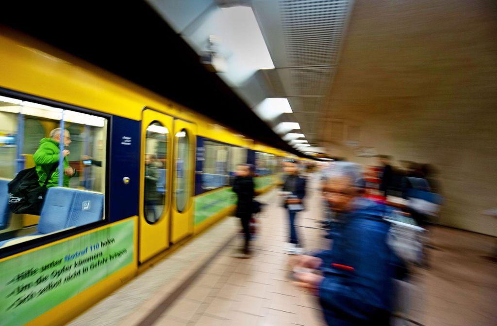 Die Stadtbahnen waren zu voll, kritisieren viele Fahrgäste. Foto: Leif Piechowski