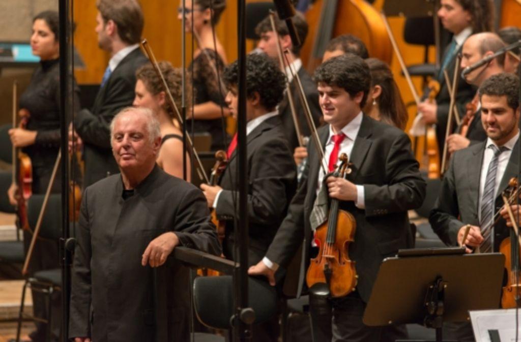 Daniel Barenboim und das West-Eastern Divan Orchestra in Stuttgart Foto: Musikfest