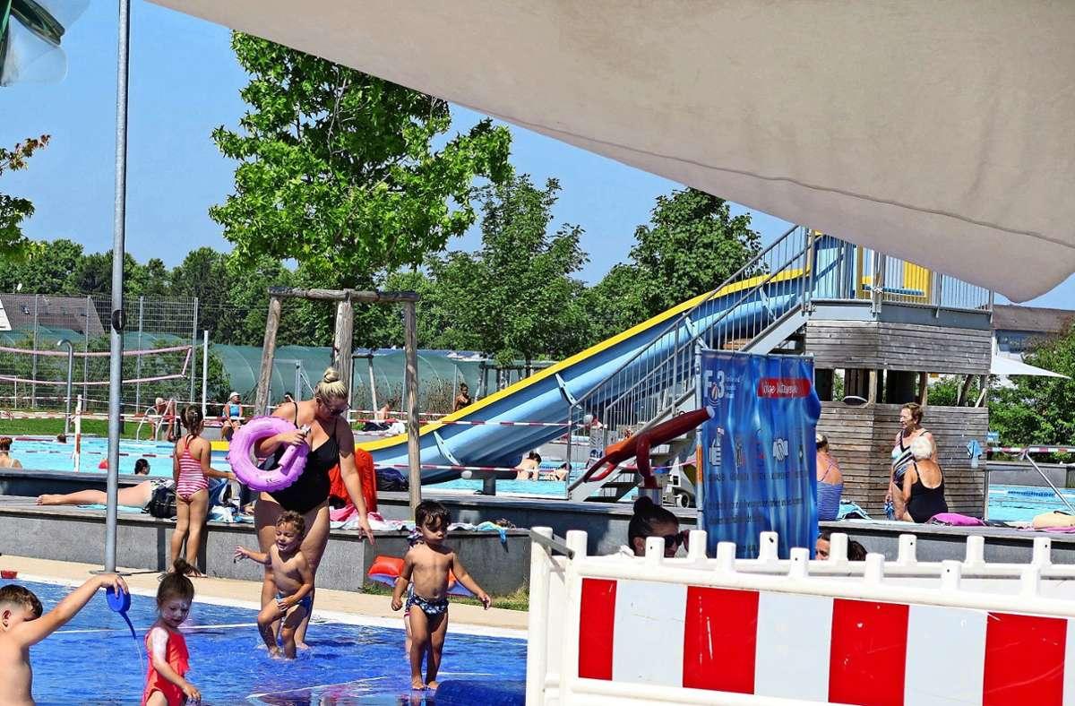 Auch wenn sich Badegäste vor allem wohl fühlen sollen: Der Betrieb eines Badeparks ist in Corona-Zeiten kein Kinderspiel. Foto: Brigitte Hess