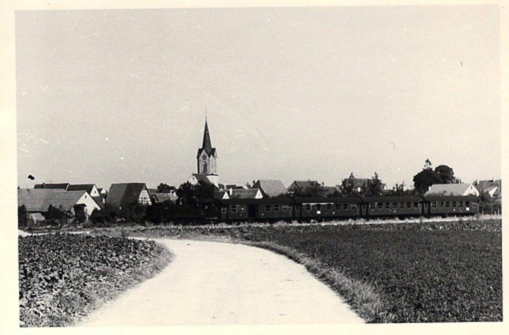 Der Zug von Böblingen kommt: Vor fast 100 Jahren ist die Eisenbahn in Renningen eine wichtige zivilisatorische Errungenschaft der Industrialisierung Foto: Stadtarchiv Renningen