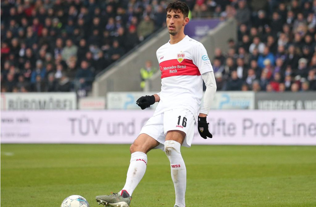 Nicht nur auf dem Feld, sondern auch bei Fifa 20 auf der Playstation 4 beweist VfB-Spieler Atakan Karazor seine Qualitäten. Foto: Pressefoto Baumann/Julia Rahn