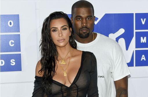 Kim Kardashian und Kanye West löschen privat und helfen Nachbarn