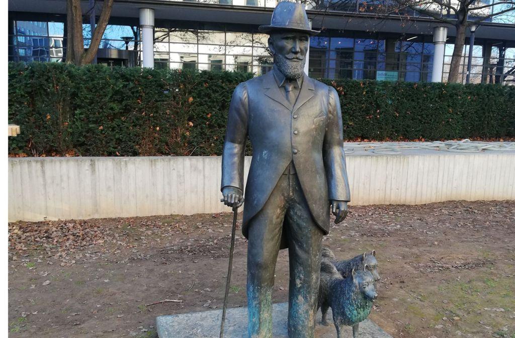 Viele Stuttgarter wünschen sich laut Bezirksbeirat  eine Rückverlegung des  1991 von Hermann-Christian Zimmerle geschaffenen Denkmals für König Wilhelm II. Foto: