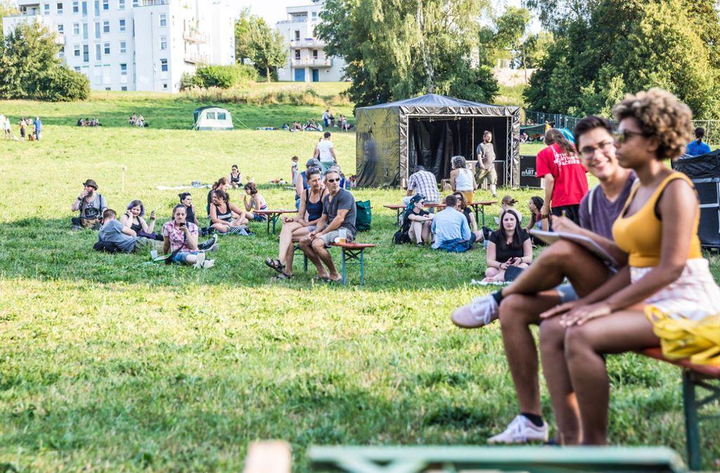 Auf der großen Wiese am Pfaffenwaldring bei der Universität Stuttgart-Vaihingen findet das 39. Umsonst-und-Draußen-Festival statt. Foto: Lichtgut/Julian Rettig