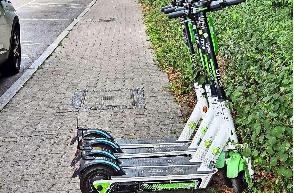 An dieser Stelle an der Vollmoellerstraße  in Stuttgart-Vaihingen dürfen nun keine E-Scooter mehr parken. Voi entschuldigt sich für die auf dem Radweg an der Kronprinzstraße geparkten Fahrzeuge. Foto: privat