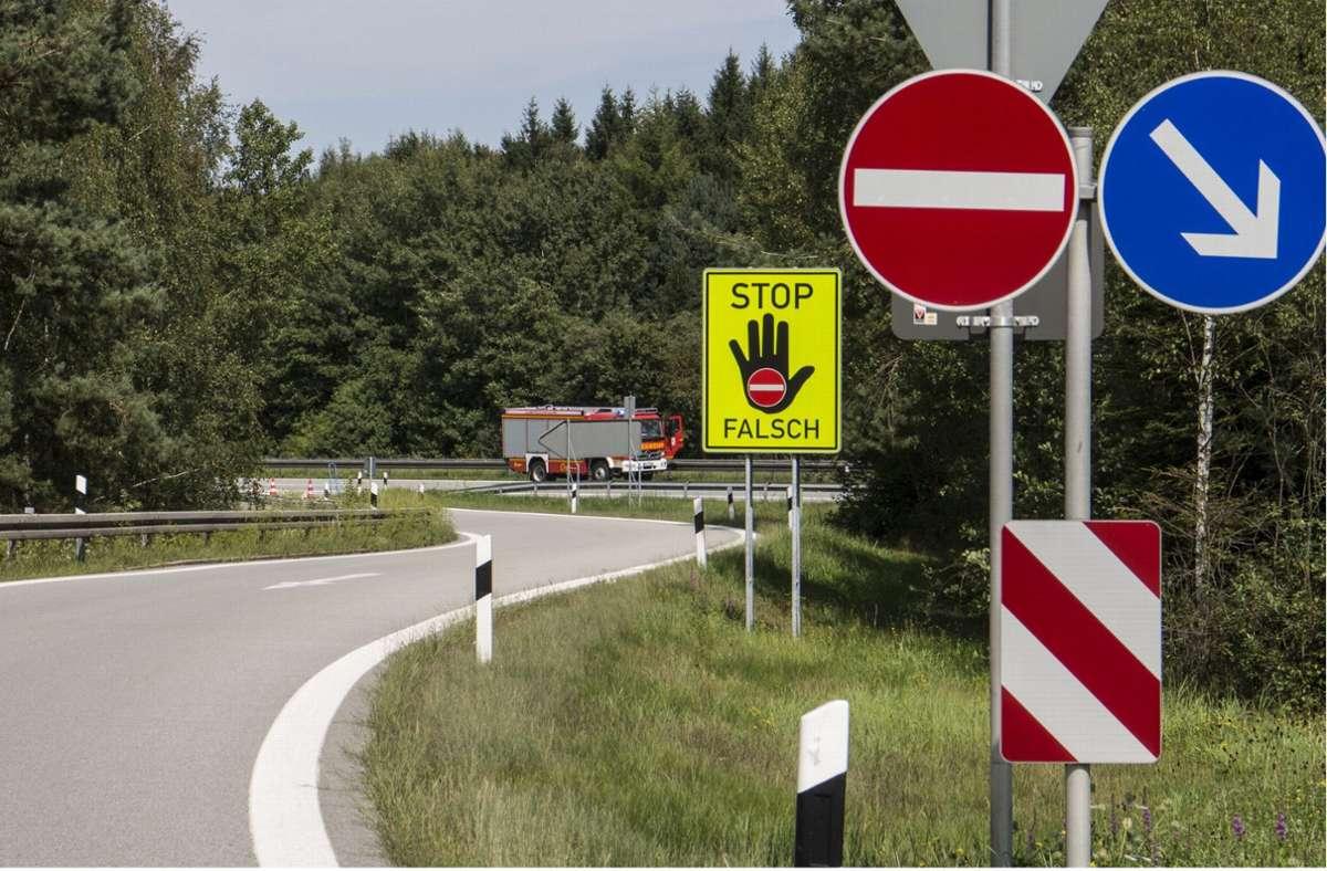 Der Geisterfahrer war rund 14 Kilometer auf der A8 unterwegs. (Symbolbild) Foto: dpa/Hubert Jakob Denk