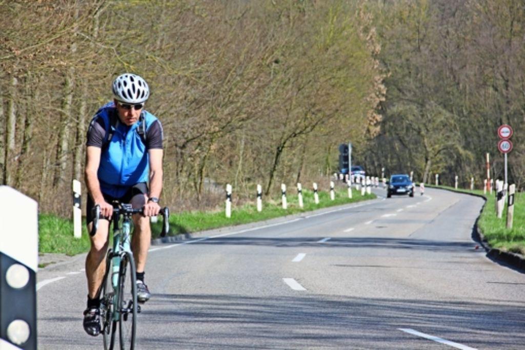Der Wunsch nach einem Radweg entlang der Feuerbacher-Tal-Straße  war bereits beim Bürgerhaushalt 2013 unter den Top-Vorschlägen – noch fehlt er. Foto: Georg Friedel