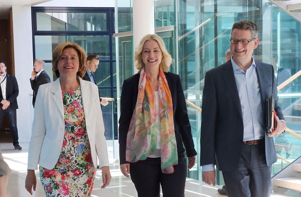 Malu Dreyer, Manuela Schwesig und Thorsten Schäfer-Gümbel (v.l.n.r.) beim Treffen am Montag. Foto: Wolfgang Kumm/dpa
