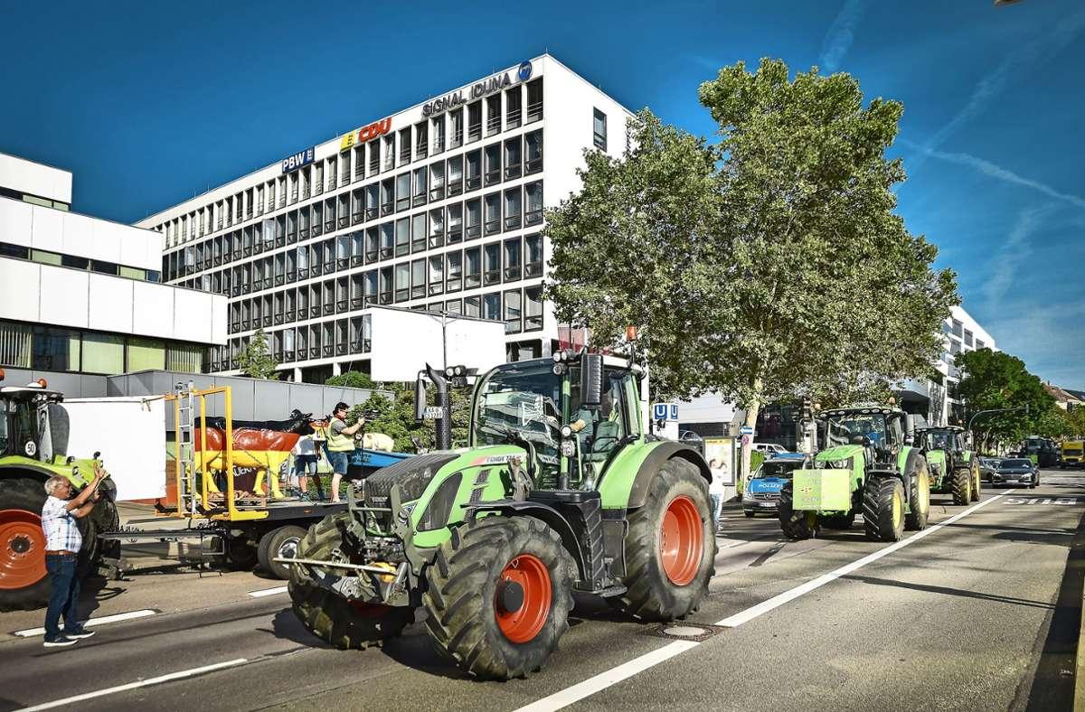 Milchbauern beziehen auf  der Heilbronner Straße Stellung. Foto: Lichtgut/Ferdinando Iannone