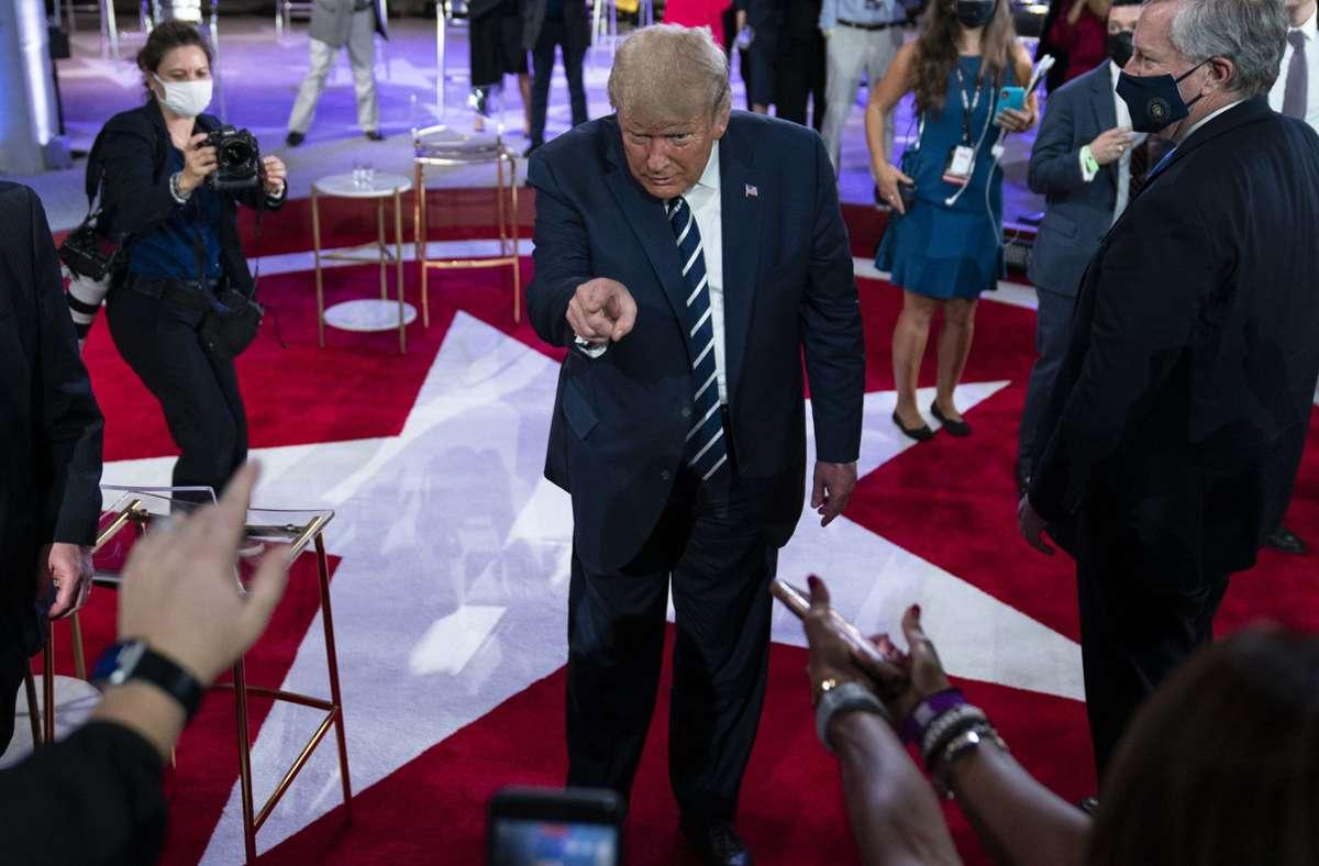 Die Fragestunden der beiden Kandidaten fanden zeitgleich statt. Kommende Woche sollen Biden und Trump zur letzten Debatte vor der Wahl am 3. November aufeinandertreffen. Foto: dpa/Evan Vucci