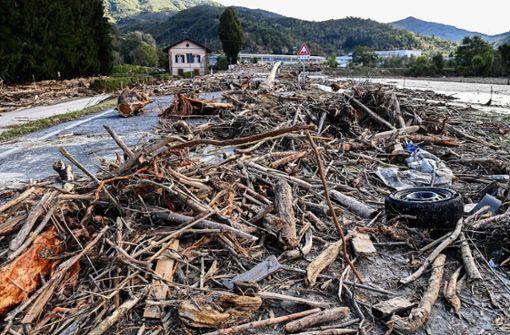 Bilder zeigen zerstörte Dörfer nach Unwettern im Alpenraum