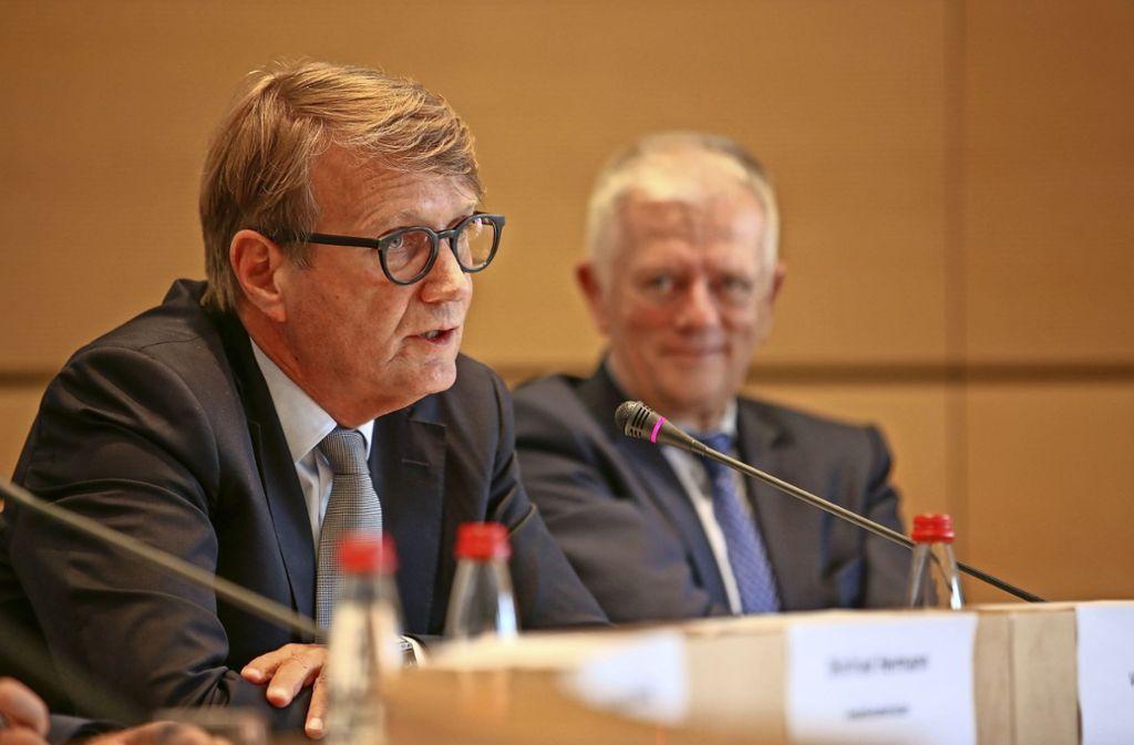 Guck mal, wie ich mich ehrlich mach: Ronald Pofalla (links) und Fritz Kuhn. Foto: Lichtgut/Leif Piechowski