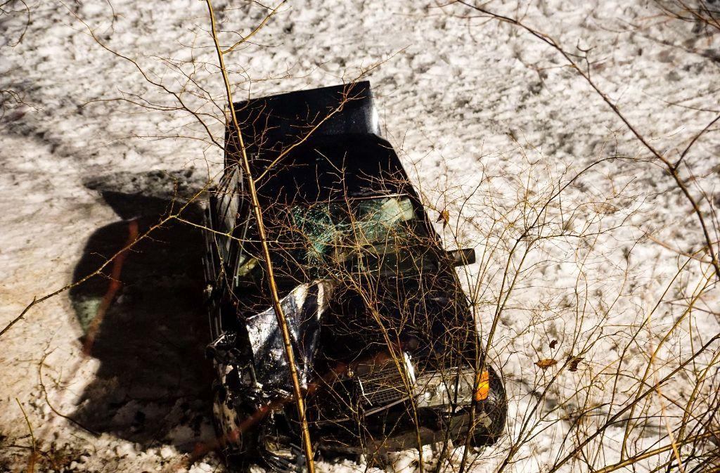 Ein Mercedes-Fahrer wurde bei einem Unfall lebensgefährlich verletzt. Foto: SDMG