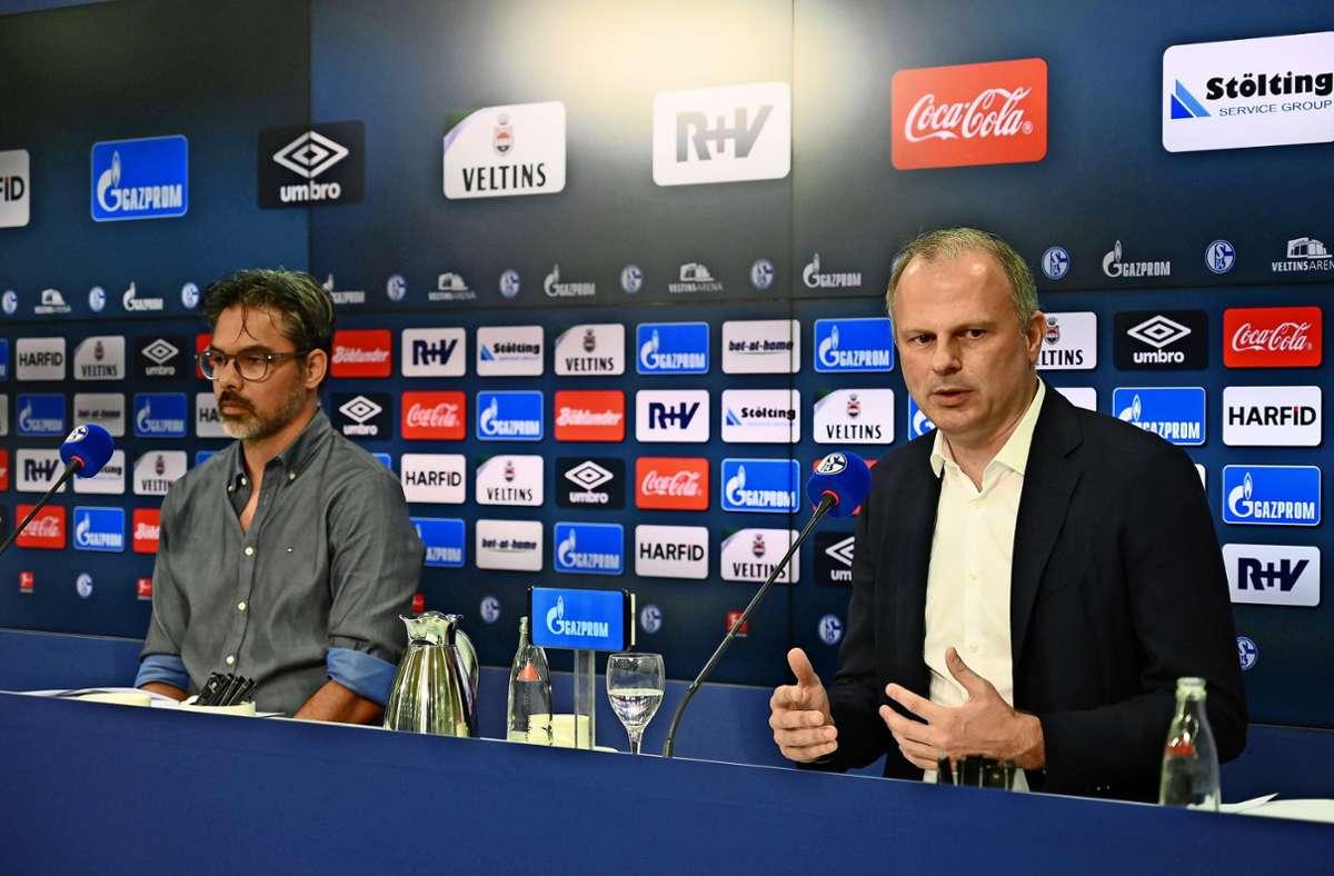 Glückliche Schalker sehen anders aus: Trainer David Wagner (links) und Sportvorstand Jochen Schneider. Foto: imago/Team 2