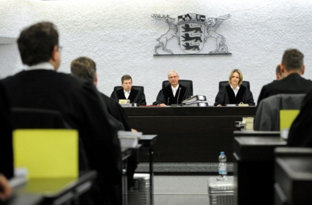 Das Landgericht Stuttgart (hier ein Bild vom November 2012) hat das Strafmaß für den Vater des Amokläufers von Winnenden abgesenkt. Wir zeigen die Vorgeschichte des aktuellen Prozesses in einer Chronologie. Foto: dpa